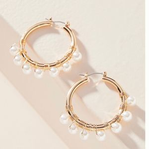 NWT ANTHROPOLOGIE pearl and gold hoop earr…